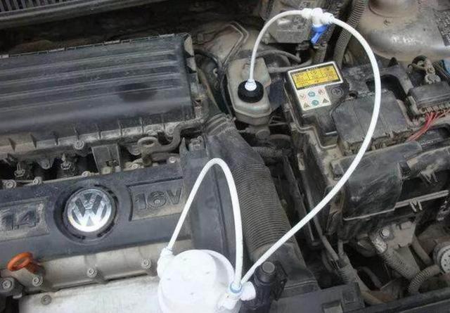 汽车出现这四种情况,说明刹车油该换了!(图3)