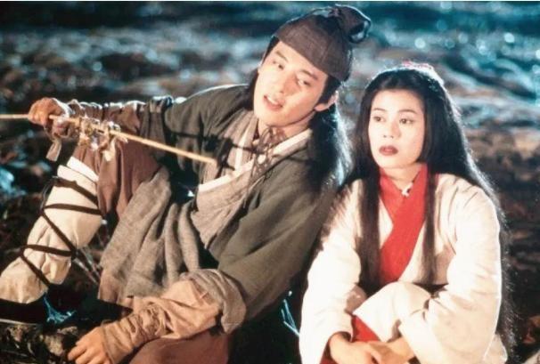 男子飞机上脱鞋,演员吕颂贤公开发文,怒斥对方没素质