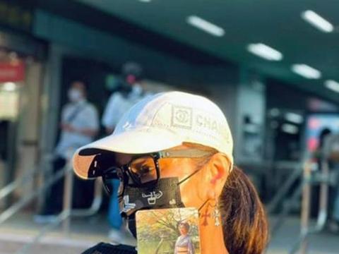 台湾明星陈美凤晒乘坐地铁的相片