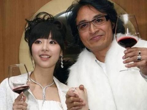 吴佳妮和马景涛在一起时,吴爸爸不情愿,毕竟两人相差21岁呢