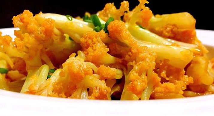 美食推荐:竹笋肉丝,香菇小米粥,茄汁有机花菜,虾皮茼蒿的做法