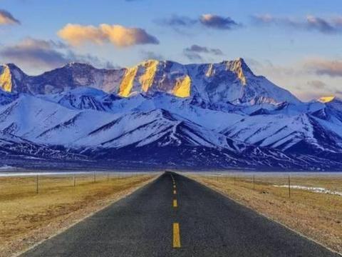 """西藏力争今年完工的高原机场,耗巨资,将助力当地旅游业""""起飞"""""""