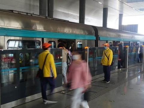 地铁大兴线缩短发车间隔,西红门站不限流了