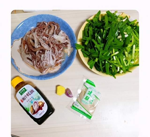 鱿鱼须炒韭菜,其实比炒洋葱更美味