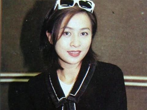 比刘嘉玲强百倍的港风女神,独自抚养儿子长大,她是个好妈妈!