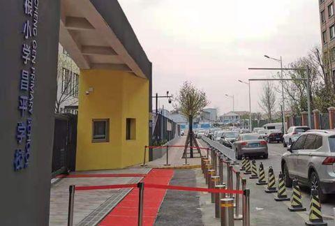 """北京""""奇葩事件"""",一小区大门竟是违建,业主活动区域仅剩10米"""
