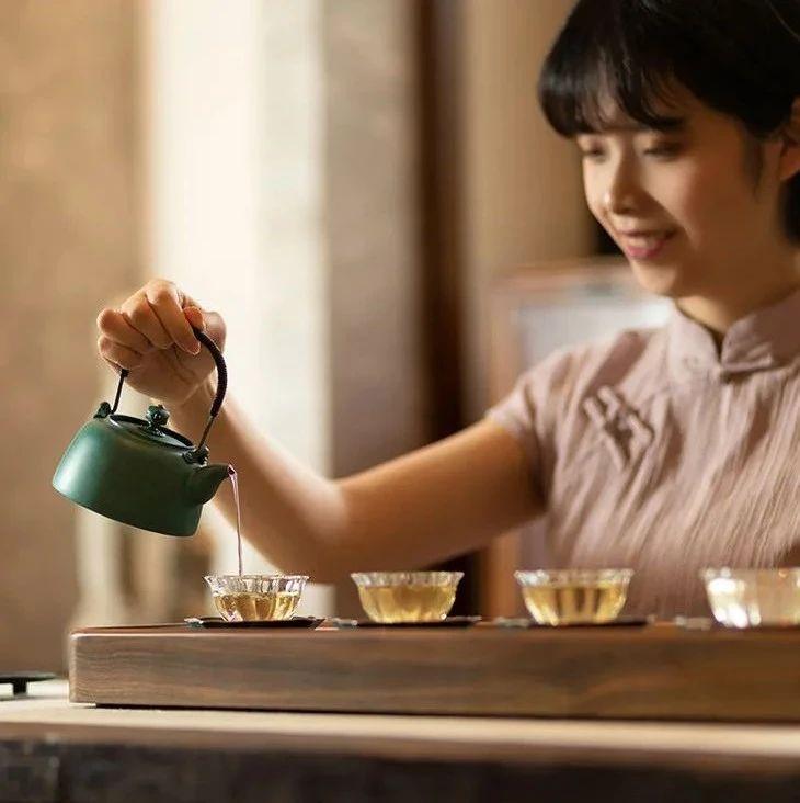 他用重建雷峰塔的双手,造一盏铜壶,盛满中国人的风雅生活