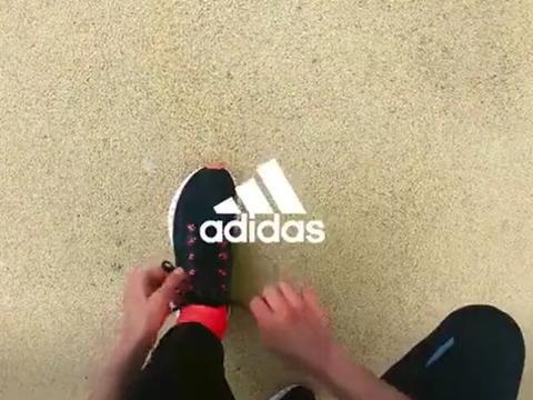 阿迪达斯4DFWD:数据驱动鞋中底3D打印技术