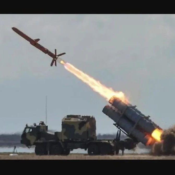 刻赤海峡被封,军舰有家难回,乌克兰要用导弹摧毁克里米亚大桥?