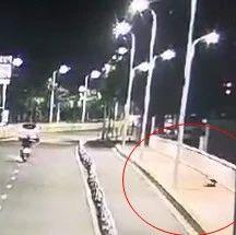 福州23岁研究生身亡,深夜多次翻越大桥护栏……