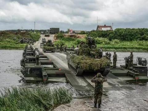 普京红场阅兵前夜,美伞兵在俄边境遭沉重打击,白宫承认指挥失误