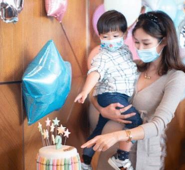 岑丽香官宣二胎得子,晒哺乳时照片以示祝贺