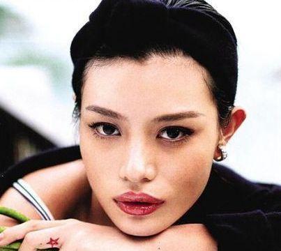 汪峰怀疑女儿身份,章子怡是好妈妈吗?还是后妈本就靠不住