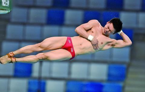 跳水奥运选拔赛:杨健男单十米台封王