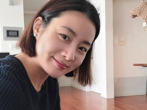 姜素拉当妈了,90后姑娘产后不晒娃,韩医太太恢复文青模样盼回归