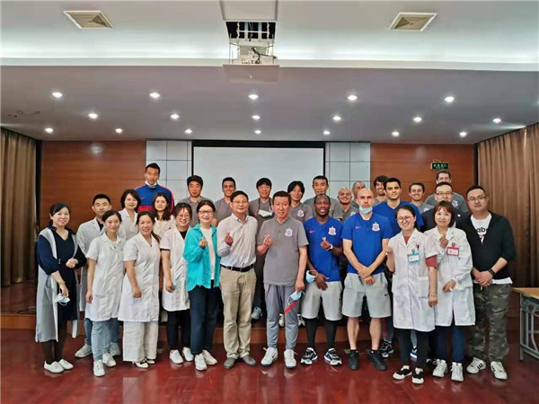 18名上海申花队球员和教练员在杨浦集体接种新冠疫苗