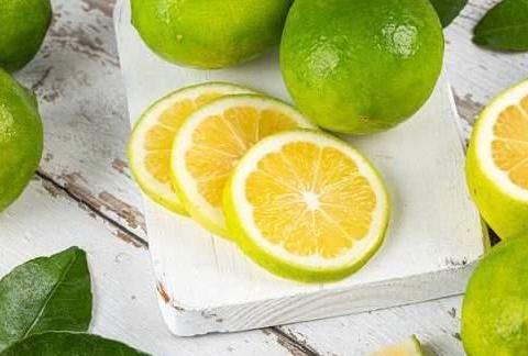 挤柠檬汁别再用刀切了,只需一根筷子,再也不怕弄脏手了