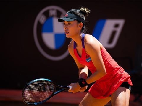 中国网球金花两连胜晋级8强,19岁新星0-6落后逆转澳网黑马