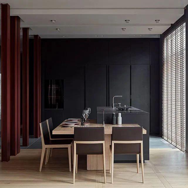 高级灰+木饰面,二居室这样设计超耐看