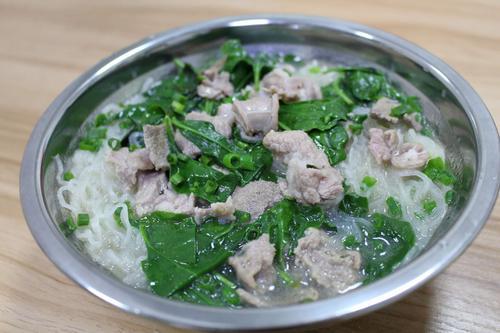 学会这样做枸杞叶瘦肉汤,不仅美味可口,而且营养解馋,有益健康