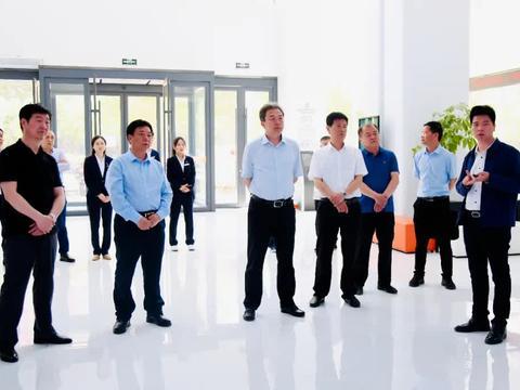 运城市委常委 统战部部长卫再学到理想创业大厦调研创业就业工作