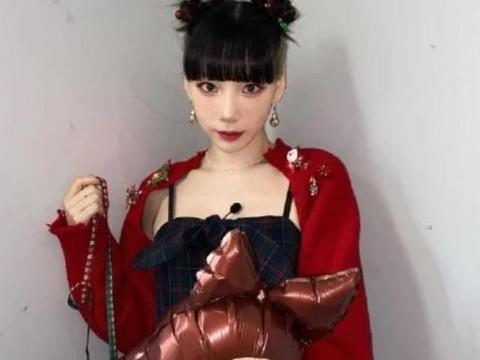 少女时代金泰妍近况:出席综艺太粉嫩,34岁穿着似18岁