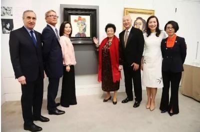 陈丽华80岁还这么优雅,穿长裙踩高跟鞋,身子骨还很健朗!