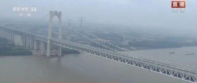 央视《今日中国》聚焦江苏,五峰山大桥、六圩口、京杭运河全部入镜……