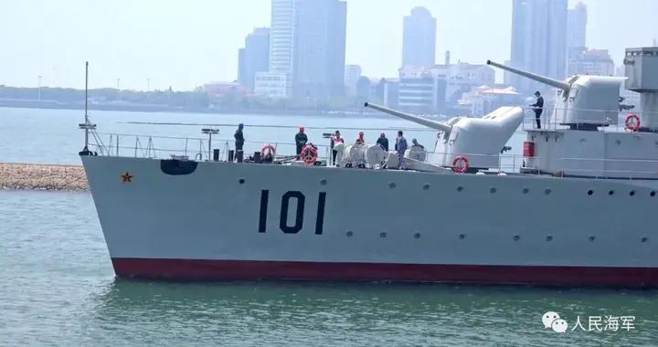 """国家一级文物101号""""鞍山舰""""坞修完毕,成功返回海军博物馆1号码头"""