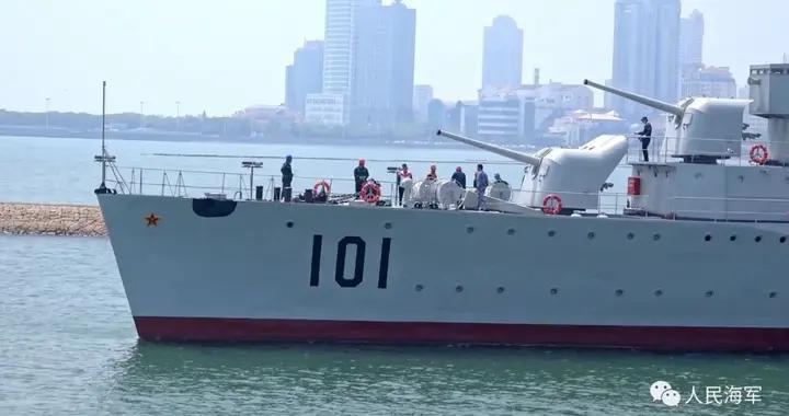 """国家一级文物101号""""鞍山舰""""坞修完毕,返回海军博物馆"""