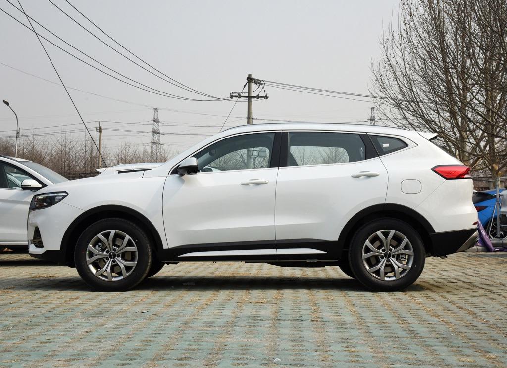 10万预算买家庭首台车,自主SUV和合资轿车,哪个更一步到位?