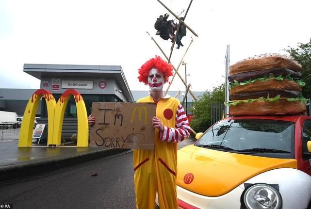 """英国百名素食者""""包围麦当劳"""",要求停卖肉类和奶类等餐点"""