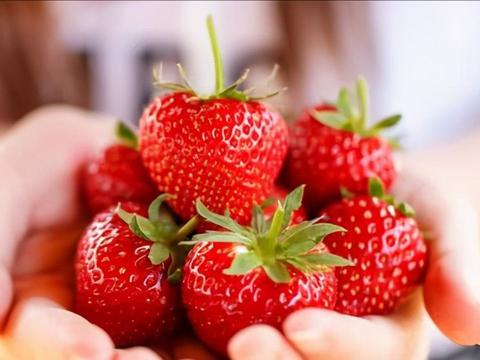 入夏后,这碱性水果要多吃,维C是苹果的7倍,4元一斤,太解馋了