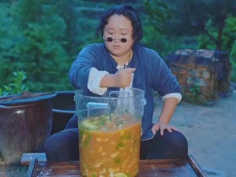 用100斤柠檬汁泡鸡爪,吃起来一种什么体验?