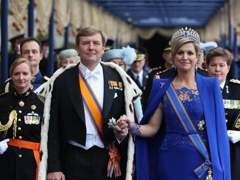 荷兰国王为了娶她愿意放弃王位,年满50岁的她,搭配珠宝时尚优雅