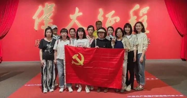 华夏时报社党委组织党员赴首都博物馆开展党史学习教育主题党日活动