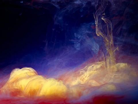 他诠释爆炸的艺术,把水拍成抽象画,美得人们争相将其当做壁纸
