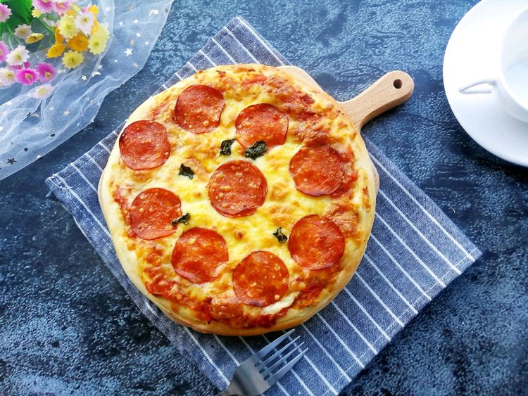 萨拉米披萨,健康美味,香脆可口