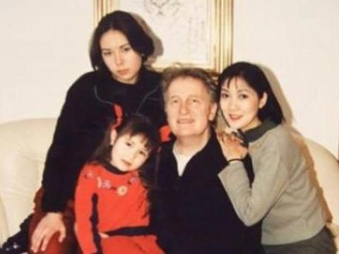 她是首个嫁到国外的中国女星,婚后1天提离婚100次,如今还好吗?