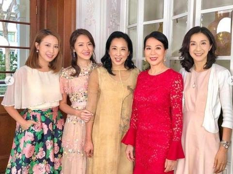 郭晶晶婆婆现身港姐聚会,穿薄纱裙站c位,状态不输小34岁陈凯琳