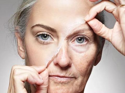 """雌性激素下降或是加速女性衰老的""""罪魁祸首"""",这3类食物要少吃"""