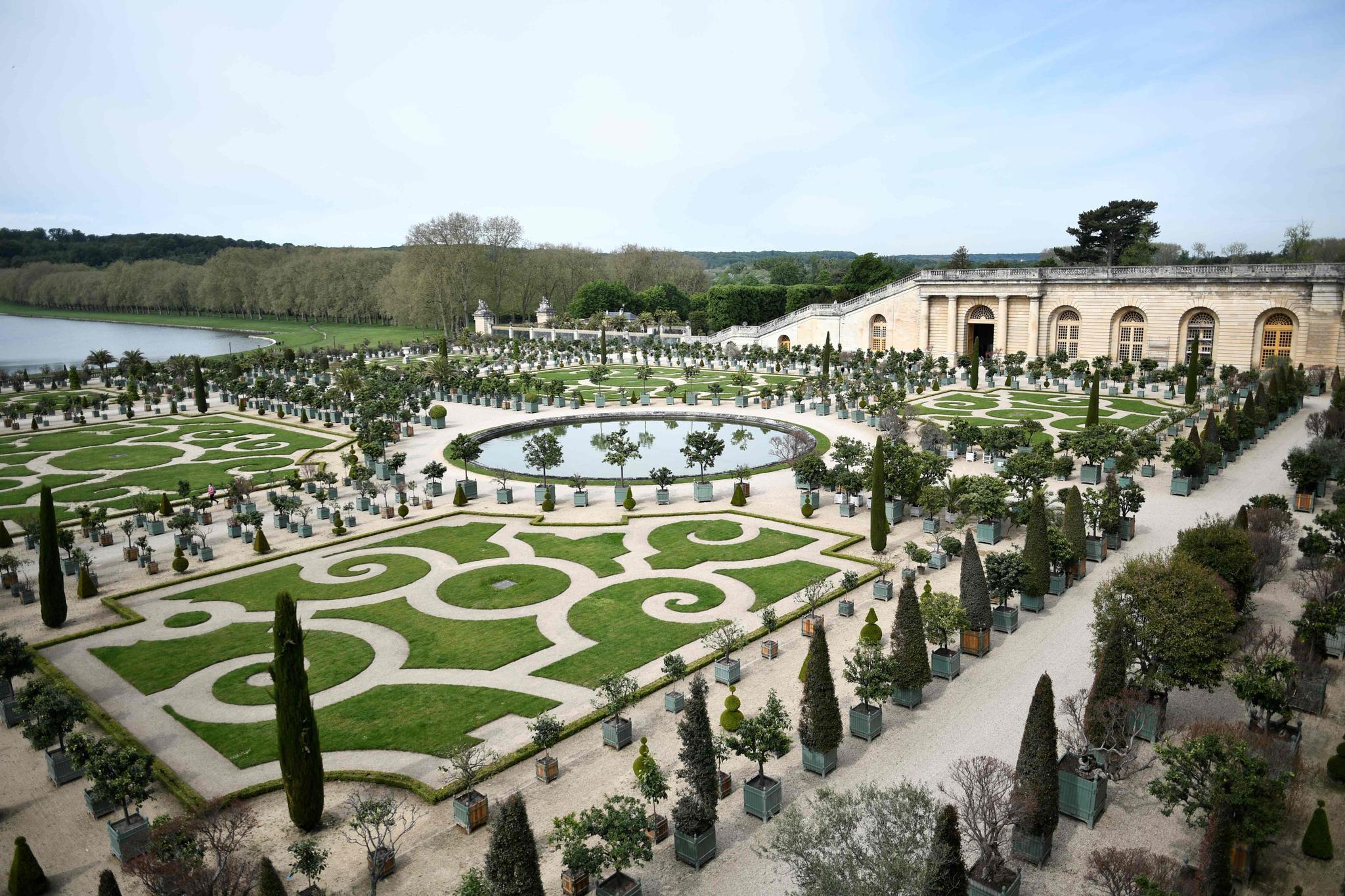 法国:在凡尔赛宫接种新冠疫苗