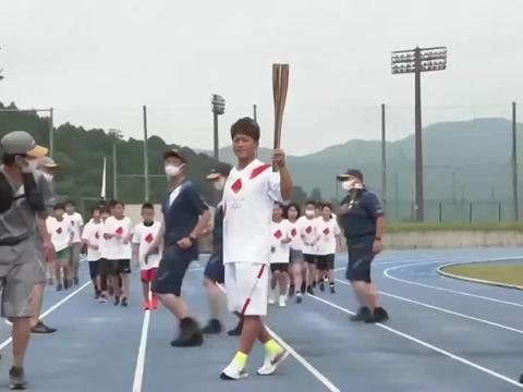 东京奥运火炬传递继续进行