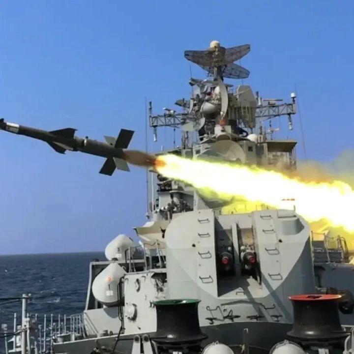 印度海军首艘导弹驱逐舰退役,装备8枚布拉莫斯导弹,防空曾优于051
