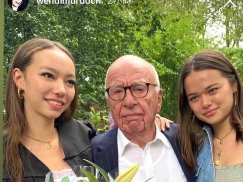 邓文迪晒小女儿高中毕业照,90岁前夫默多克罕现身