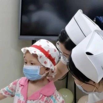 六一来了,她的出现,让6岁的淋巴癌患者惊喜不已......