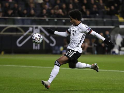格纳布里:不担心德国队的进攻问题,若踢伪九号的话会很开心