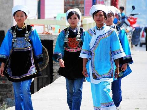 """中国有个少数民族,文字比甲骨文还古老,神秘玄妙,号称""""鬼书"""""""