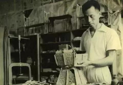 郭沫若研究楚国帛画,认为内容是灵凤斗恶奴,多年后此说法被推翻