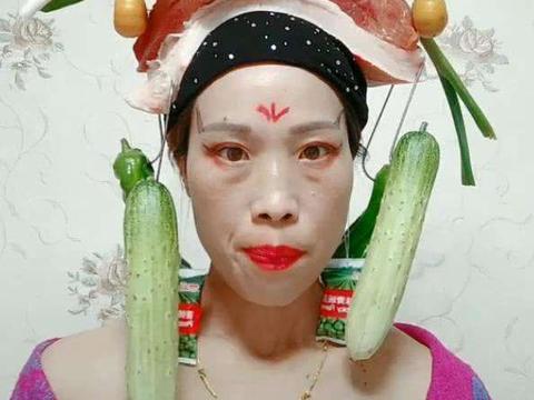 男子用五花肉做凤冠,搭配水果蔬菜,造型奇特,遭网友吐槽辣眼睛